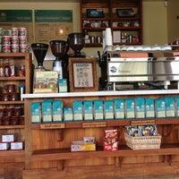 6/26/2013 tarihinde DoDo S.ziyaretçi tarafından Bird Rock Coffee Roasters'de çekilen fotoğraf