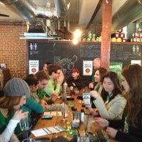 Foto diambil di Shaw's Tavern oleh Benjamin B. pada 3/17/2013