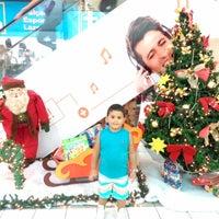 Foto tirada no(a) Nilópolis Square Shopping por Kate V. em 12/17/2014
