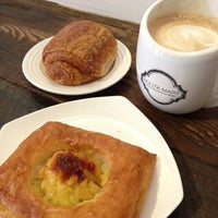 Foto scattata a Nolita Mart & Espresso Bar da Jenny W. il 2/1/2013