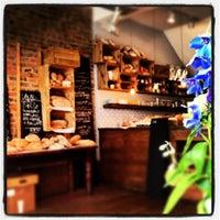 10/21/2012 tarihinde Khori W.ziyaretçi tarafından Bluebelles of Portobello'de çekilen fotoğraf