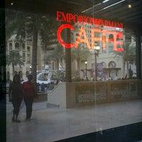 Снимок сделан в Emporio Armani Café- The Pearl Qatar пользователем JA C. 3/29/2013