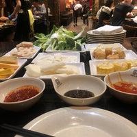 Das Foto wurde bei 99 Favor Taste 99號餐廳 von Lisa G. am 6/7/2019 aufgenommen