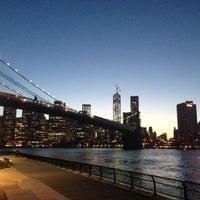5/4/2013 tarihinde 🐾Daria S.ziyaretçi tarafından Brooklyn Bridge Park'de çekilen fotoğraf