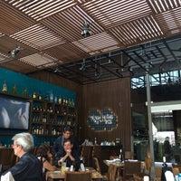 Foto tirada no(a) La Ocho Restaurante por Jorge L. em 4/4/2014