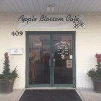 Снимок сделан в Apple Blossom Café & Catering пользователем Jimmy T. 12/30/2017