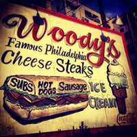 Foto scattata a Woody's Famous CheeseSteaks da Andy P. il 10/14/2012