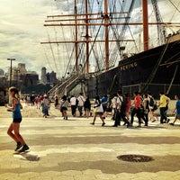 Das Foto wurde bei South Street Seaport von Jan B. am 7/26/2013 aufgenommen