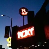 รูปภาพถ่ายที่ The Roxy โดย Sal G. เมื่อ 3/5/2013