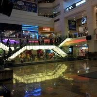 รูปภาพถ่ายที่ Berjaya Times Square โดย Azhad N. เมื่อ 3/23/2013