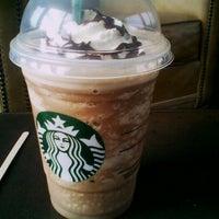 1/31/2013 tarihinde Cori W.ziyaretçi tarafından Starbucks Coffee'de çekilen fotoğraf