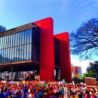 Foto scattata a Museu de Arte de São Paulo (MASP) da Ronan P. il 6/22/2013