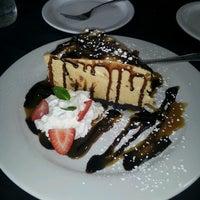 Foto tomada en Moonshine Patio Bar & Grill por Leslie T. el 2/18/2013