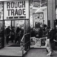 Das Foto wurde bei Rough Trade East von Keith H. am 12/16/2012 aufgenommen