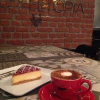 Photo prise au Coffeetopia par Nafiseh le9/18/2014