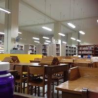 Photo prise au Miguel De Benavides Library par Faye M. le6/28/2013