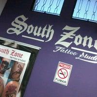 Foto tirada no(a) South Zone Tattoo Studio por Fernanda S. em 5/11/2013