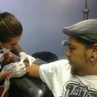 Foto tirada no(a) South Zone Tattoo Studio por Fernanda S. em 3/25/2013