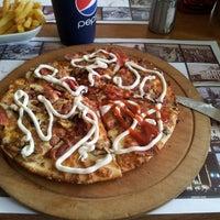 5/10/2013 tarihinde İhsan U.ziyaretçi tarafından Pizza Uno'de çekilen fotoğraf