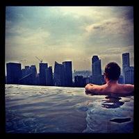 10/20/2012 tarihinde Andrzej W.ziyaretçi tarafından Rooftop Infinity Pool'de çekilen fotoğraf