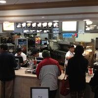 2/6/2013 tarihinde Russ P.ziyaretçi tarafından McDonald's'de çekilen fotoğraf