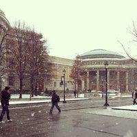 Foto tomada en Universidad de Toronto por Eliza L. el 3/21/2013