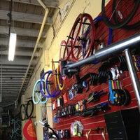 Foto tirada no(a) The Bicycle Broker por David N. em 6/12/2013