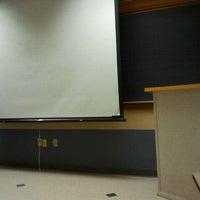 Photo prise au Classroom Building par Kirsten P. le1/29/2013