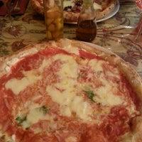 Foto tomada en Napoletani D.O.C. Restaurant & Pizzeria por Sophie B. el 7/12/2014