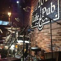 Foto diambil di Life Pub oleh Евгений И. pada 4/27/2013