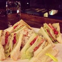 Das Foto wurde bei Homey's Café von Cathy C. am 12/17/2012 aufgenommen