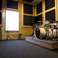Foto diambil di Music Garage oleh Music Garage pada 10/29/2013
