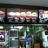 Foto tirada no(a) McDonald's / McCafé por Farok O. em 3/18/2013