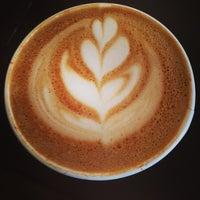 Foto tirada no(a) Gorilla Coffee por Zack S. em 1/18/2014