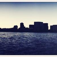 รูปภาพถ่ายที่ Charles River โดย Alwyn V. เมื่อ 9/13/2013