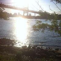 Das Foto wurde bei Astoria Park von Maina G. am 6/20/2013 aufgenommen
