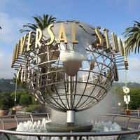 4/2/2013 tarihinde Jermin L.ziyaretçi tarafından Universal Studios Hollywood Globe and Fountain'de çekilen fotoğraf