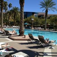 รูปภาพถ่ายที่ MGM Grand Pool โดย Dan V. เมื่อ 2/28/2013