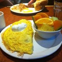 Foto tirada no(a) Broken Yolk Cafe por Cory em 2/5/2013