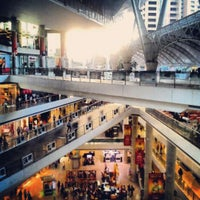 Foto tirada no(a) Millennium Mall por Victor G. em 5/25/2013