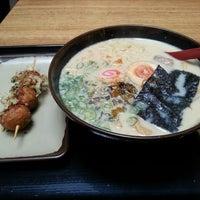 6/30/2013 tarihinde Melody L.ziyaretçi tarafından Tenkomori Ramen House (てんこもりラーメン)'de çekilen fotoğraf