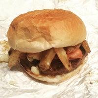 Foto diambil di Union Burger oleh Daniel P. pada 6/10/2015