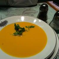 1/30/2013 tarihinde Noora A.ziyaretçi tarafından Appetit Kitchen & Co'de çekilen fotoğraf