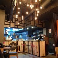 10/7/2013 tarihinde Meliha E.ziyaretçi tarafından Pupa Burger'de çekilen fotoğraf
