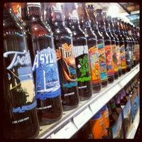 Foto tirada no(a) Liquor Barn por Skoi S. em 11/3/2012