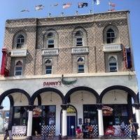 Foto diambil di Danny's Venice oleh Glitterati Tours pada 4/16/2013