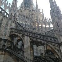 รูปภาพถ่ายที่ Duomo di Milano โดย Oxana A. เมื่อ 6/13/2013