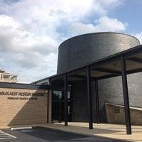 Foto scattata a Holocaust Museum Houston da Sebastian P. il 4/28/2013