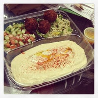 5/24/2013에 meg c.님이 Taïm Mobile Falafel & Smoothie Truck에서 찍은 사진