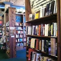 Foto tirada no(a) Tattered Cover Bookstore por Dawn G. em 6/2/2013